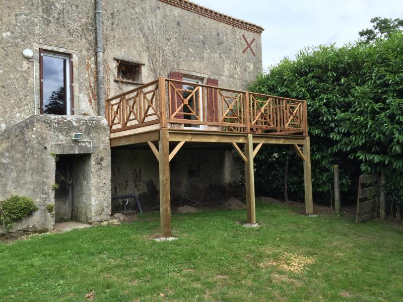 Bardage isolation ext rieure terrasse bois menuisier for Prix terrasse bois sur pilotis